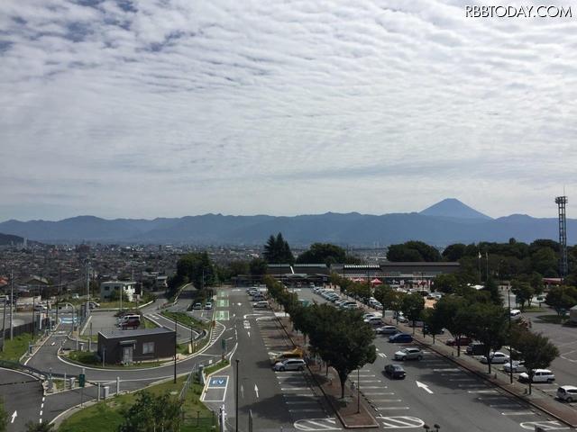 双葉SA 展望台からは富士山が見える
