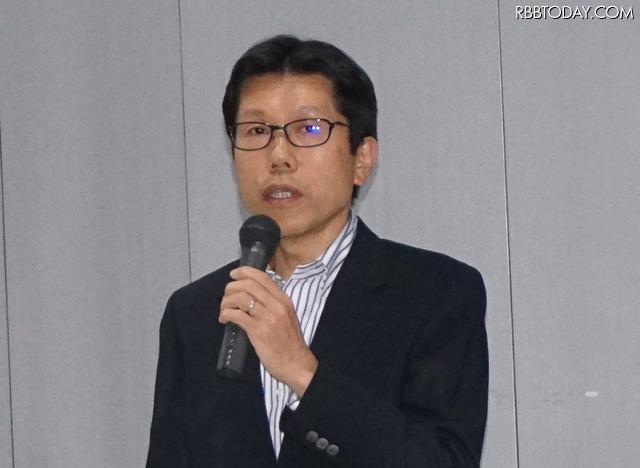 壇上で新サービスを説明するソニーネットワークコミュニケーションズの細井邦俊氏
