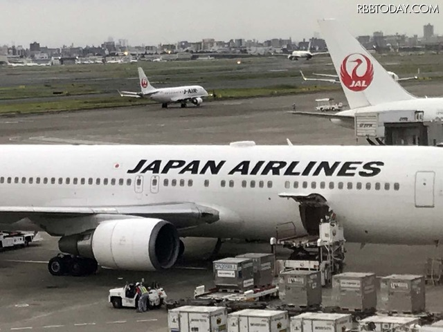 【機内Wi-Fiを試す!】国内線機内Wi-Fi、JALとANAではどちらが快適?