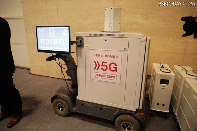 基地局から5Gの無線伝送で送られてきた映像を受信用の移動局に送り、専用のスクリーンに表示した。伝送速度は11Gbpsで安定していた