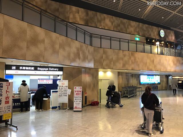 アエロフロート航空を利用したので、受け取りは第1ターミナル南ウィング4F出発ロビーのカウンターを利用。フロアの一番端にあるQLライナーのカウンターで引き渡しの儀。