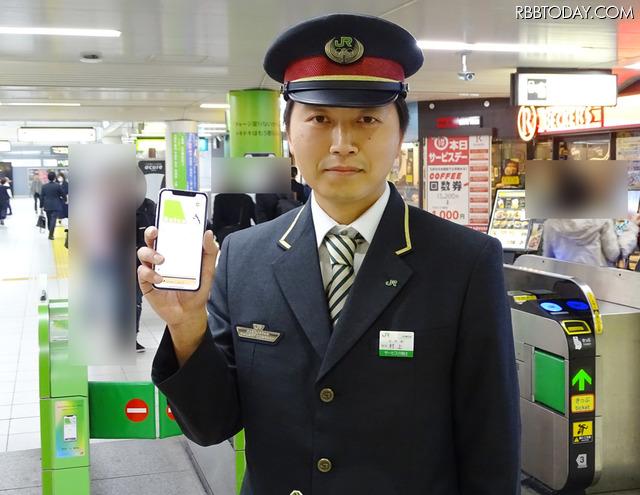 Apple PayによるモバイルSuicaの利用を促進するキャンペーンを実施中のJR田町駅助役、村上真一氏に手応えを訊ねた