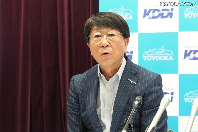 兵庫県豊岡市の中貝宗治市長は「農家の高齢化が進んでいる。若い後継者を増やしたい。スマートな農業により、泥だらけ、汗水だらけのイメージを改善していく」と話す