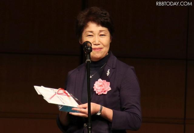 受賞コメントを述べる須高ケーブルテレビの成田氏